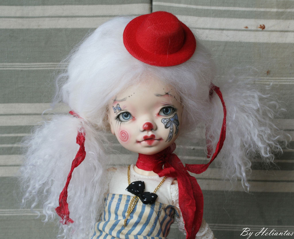 Elleki with Helliantas faceup clown