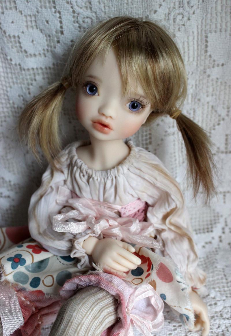 Quelle est celle(s) que vous attendez là maintenant? - Page 20 Elleki-blond-hair