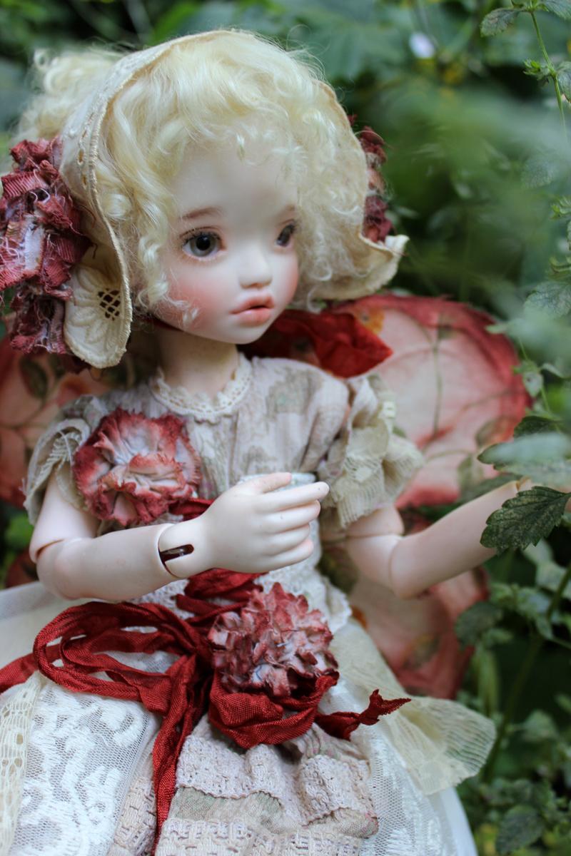 elleki-playing-fairy